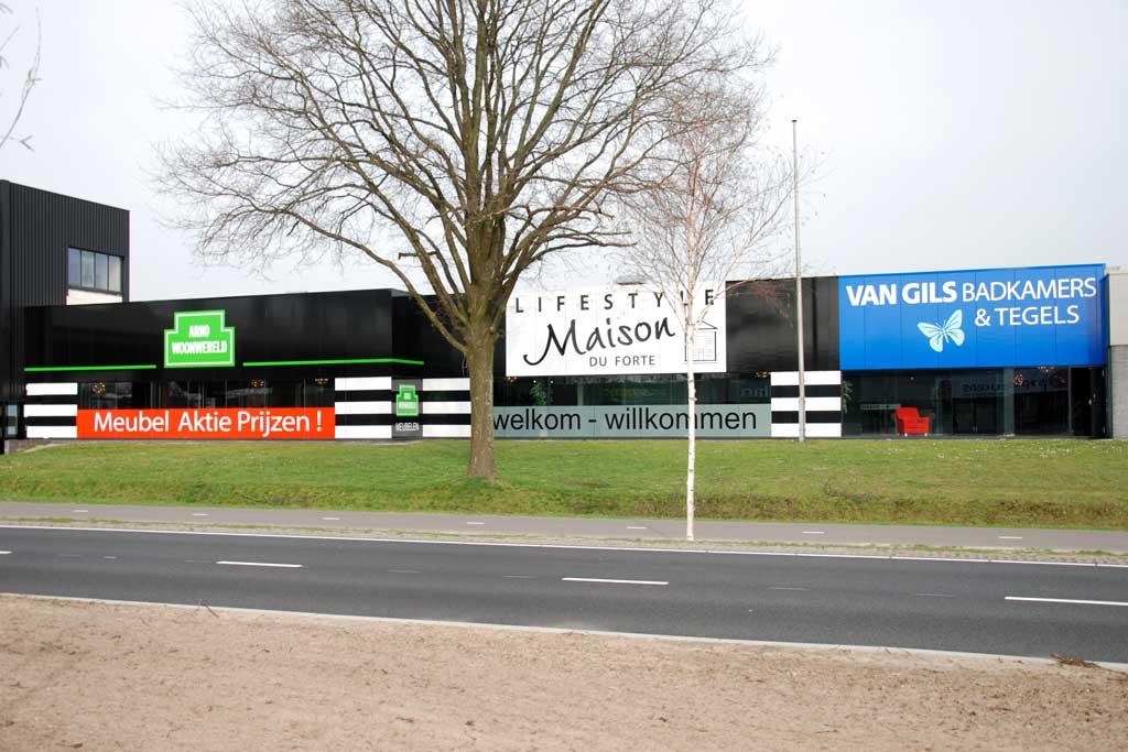 Gevelbelettering - Arno Woonwereld, Lifestyle Maison Du Forte en Van Gils badkamer & tegels